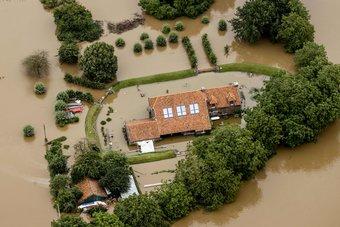 فيضانات ألمانيا تقتل 133 مع استمرار البحث عن ناجين