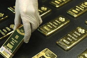 انخفاض أسعار الذهب 0.4% مع استعادة الدولار الهيمنة