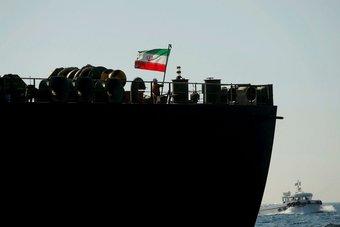 أمريكا تدرس تشديد عقوباتها على صادرات النفط الإيراني إلى الصين