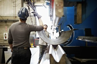 الحنين إلى التصنيع لن يجلب وظائف أفضل