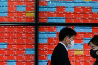 """انتعاش """"سوفت بنك"""" و""""مالك يونيكلو"""" يصعد بالأسهم اليابانية"""