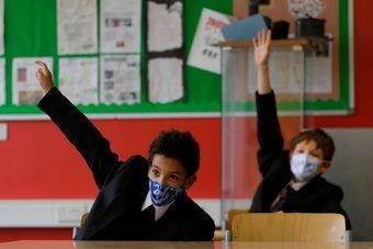 هربا من الدراسة.. تلاميذ يستخدمون المشروبات الغازية لإثبات إصابتهم بكورونا