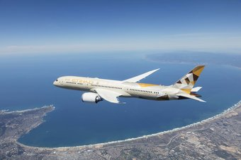 """""""الاتحاد للطيران"""" تقلص خسائرها في نصف عام إلى 400 مليون دولار"""