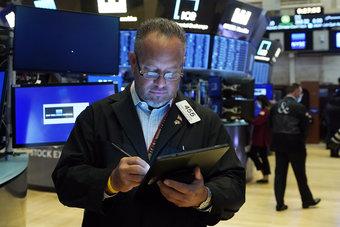 شركات التكنولوجيا الكبرى ترفع الأسهم الأمريكية لإغلاق قياسي جديد