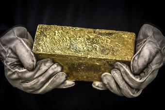 القلق بشأن الفيروس يصعد بالذهب إلى أعلى مستوى في أسبوع