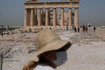 اليونان تواجه أسوأ موجة حر منذ أكثر من 30 عاما