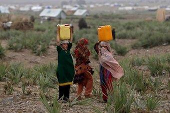 10 ملايين طفل في أفغانستان بحاجة إلى مساعدات للبقاء على قيد الحياة