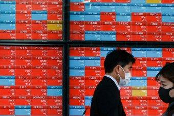 """أسهم اليابان تقتفي أثر """"وول ستريت"""" وتغلق مرتفعة.. """"سوفت بنك"""" يقفز 1.5%"""