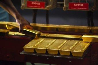 الذهب يتماسك فوق 1800 دولار بدعم رهانات تقليص التحفيز
