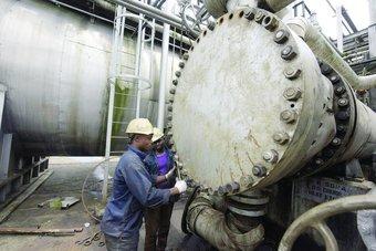 محللون:  الطلب على النفط سيتغلب على العاصفة الوبائية .. ضعف الدولار يعطي زخما للشراء