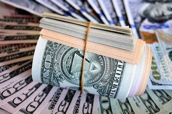 الدولار عند أدنى مستوى في 3 أسابيع مع ترقب لبيانات الوظائف الأمريكية
