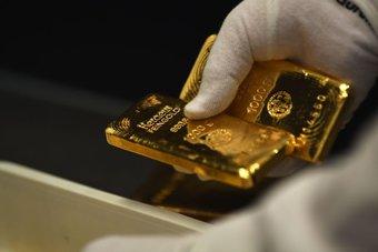 الذهب يصعد ويتجاوز مستوى 1800 دولار بدعم مخاطر النمو