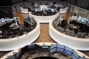 الأسهم الأوروبية تغلق منخفضة بعد تباطؤ التحفيز