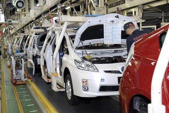 تويوتا تقلص إنتاج السيارات بسبب نقص الشرائح