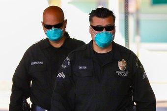 بسبب أوامر إلزامية باللقاح .. أفراد شرطة يقاضون لوس أنجلوس