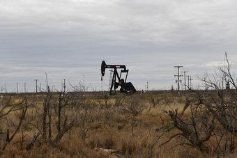 ارتفاع أسعار النفط بسبب تراجع المخزونات الأمريكية