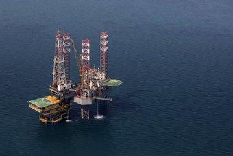 انتشار لقاحات كورونا يعيد التفاؤل إلى أسواق النفط .. معنويات القطاع صاعدة بقوة