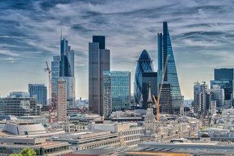 الإمارات تستثمر 14 مليار دولار في قطاعات حيوية بريطانية