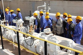 النفط يستقر فوق 75 دولارا للبرميل .. التعافي البطيء للإنتاج الأمريكي يدعم القطاع