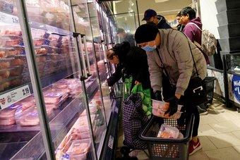 نقص مفاجئ لثاني أكسيد الكربون يؤثر على قطاع الغذاء في بريطانيا