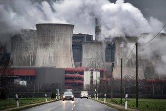مستثمرون يطالبون بإلزام الشركات بحسابات مالية تتفق مع أهداف خفض الانبعاثات