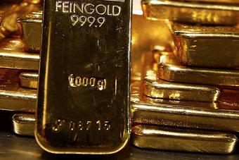عائدات السندات الأمريكية وارتفاع الدولار يكبحان الذهب
