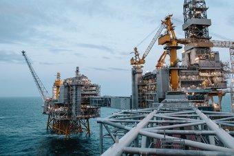 أسعار النفط تستقر بعد تقارير عن استعداد الصين لشراء المزيد