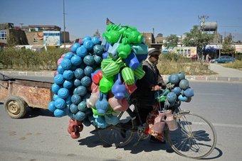 بائع البلاستيك
