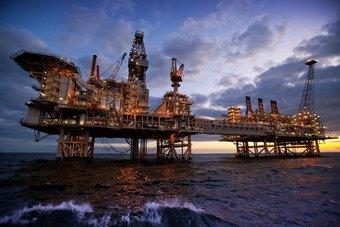 """النفط يرتفع مع عودة الإمدادات الأمريكية .. """"برنت"""" عند 72.6 دولارا"""