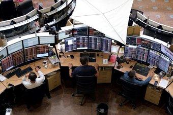 مخاوف من تباطؤ النمو العالمي تدفع الأسهم الأوروبية للتراجع 1%