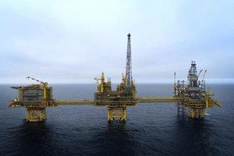أسعار النفط تستقر مع تحرك الصين للسحب من المخزونات