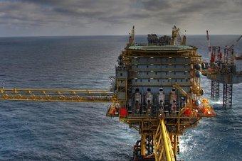 """النفط يتجاوز 78 دولارا مع اقتراب اجتماع """"أوبك"""" .. قرب أعلى مستوى في 3 أعوام"""
