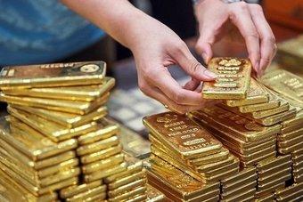 الذهب يميل للهبوط مع بقاء المركزي الأمريكي على مسار تقليص التحفيز