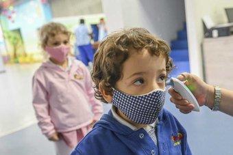 عودة الدراسة في بريطانيا تزيد إصابات كورونا بين الأطفال