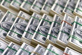الدولار يصعد لقمة عام مع قرب صدور تقرير الوظائف