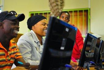 """""""جوجل"""" تعتزم استثمار مليار دولار في رقمنة إفريقيا"""