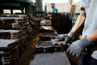 إطارات السيارات المستعملة.. الذهب الأسود الجديد في نيجيريا