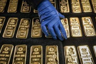الذهب يستقر ويتجاهل قوة الدولار