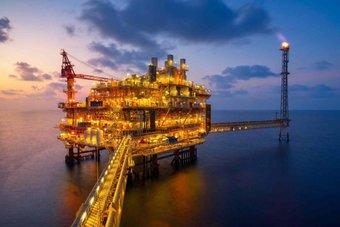 تحول الصناعات للنفط يقفز بالأسعار 4.5 % خلال أسبوع .. الارتفاعات لا تهدأ