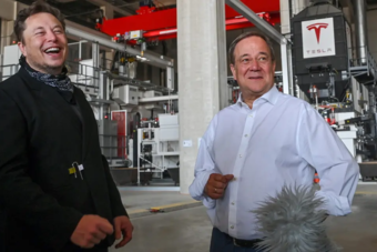 """""""تيسلا"""" تفتح مصنعها للجمهور في أجواء احتفالية في برلين"""